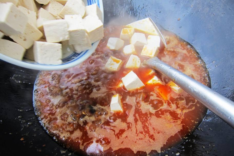 Tofu vorsichtig dazugeben