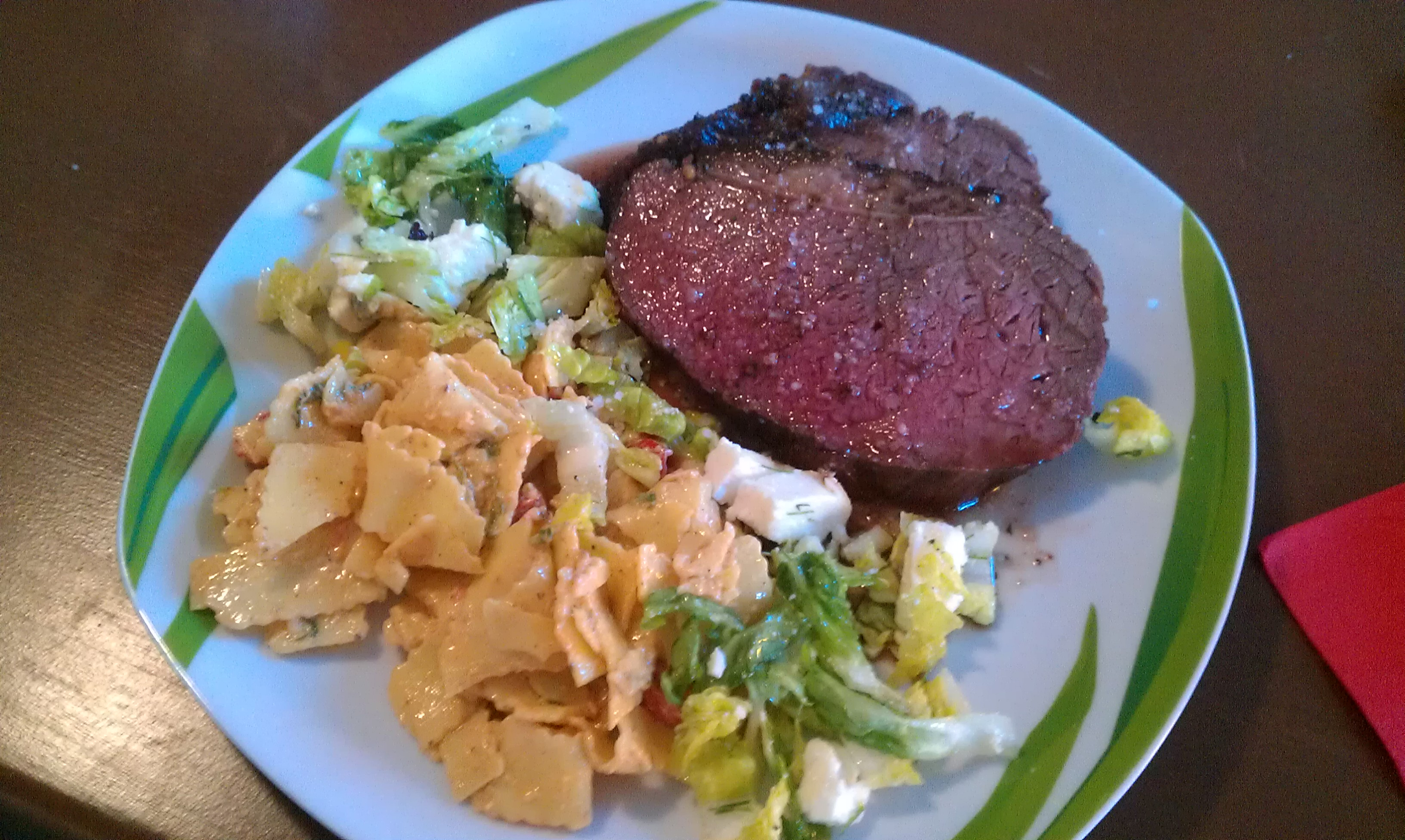 Tafelspitz mit Salat und Nudeln