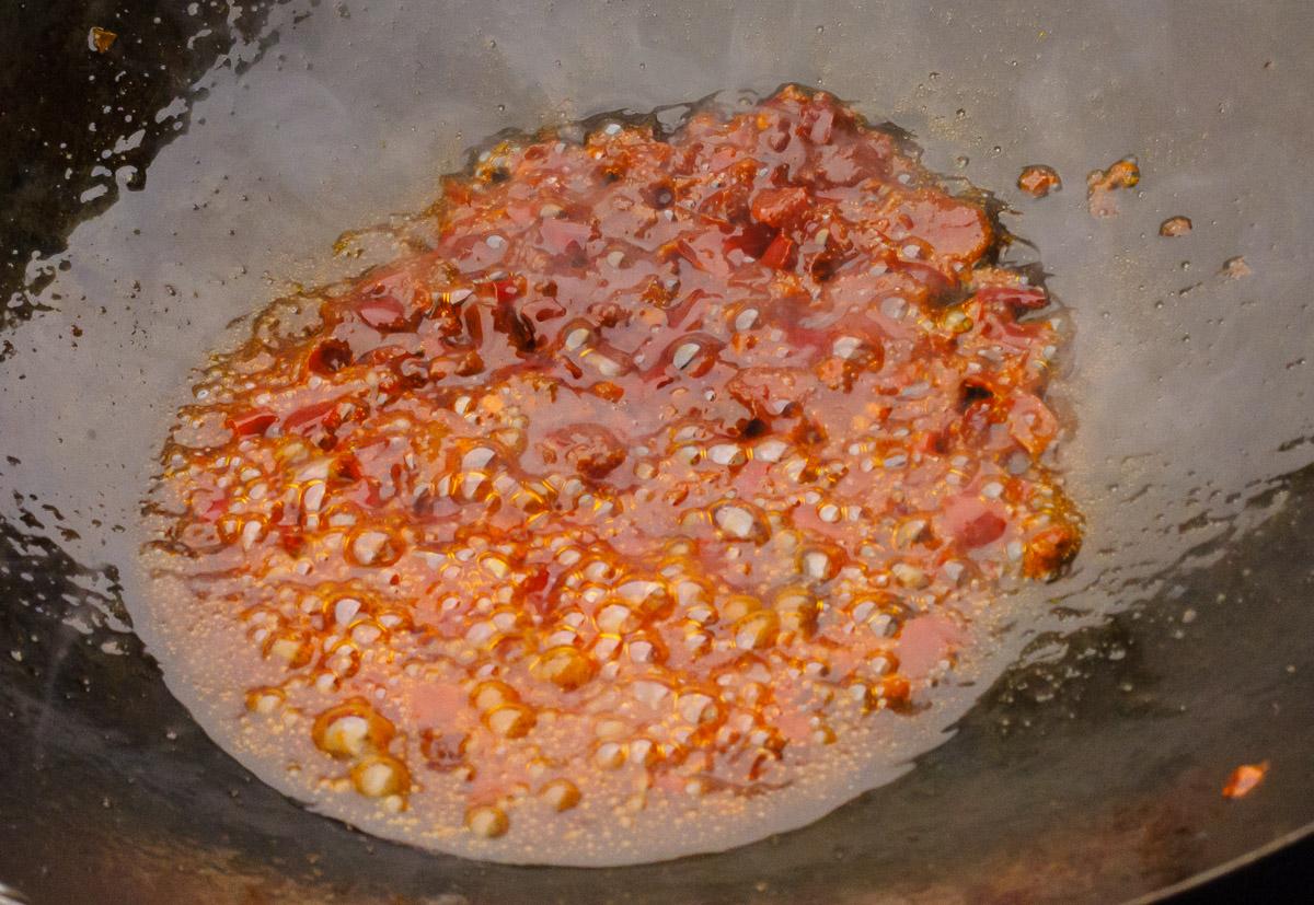 Sichuan Chilibohnenpaste braten