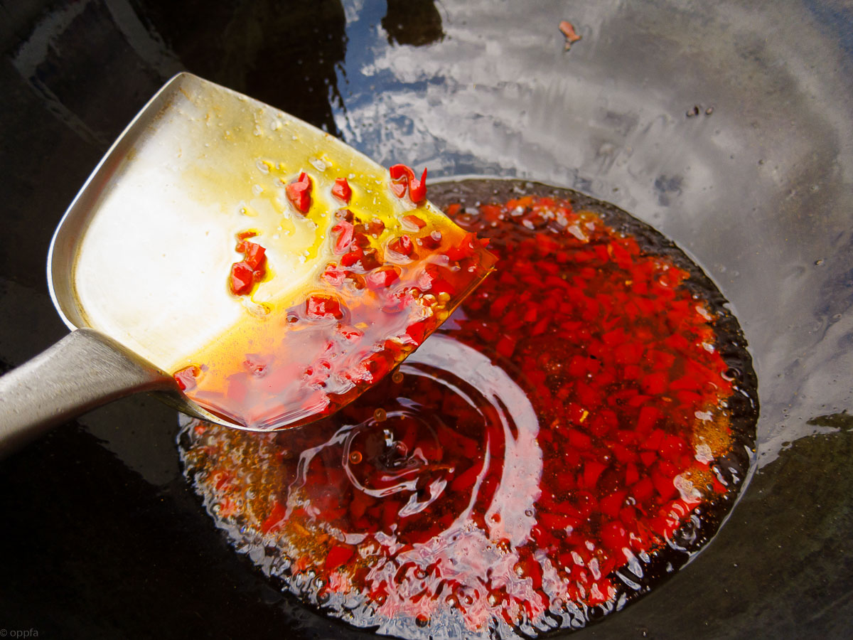 Öl rot färben
