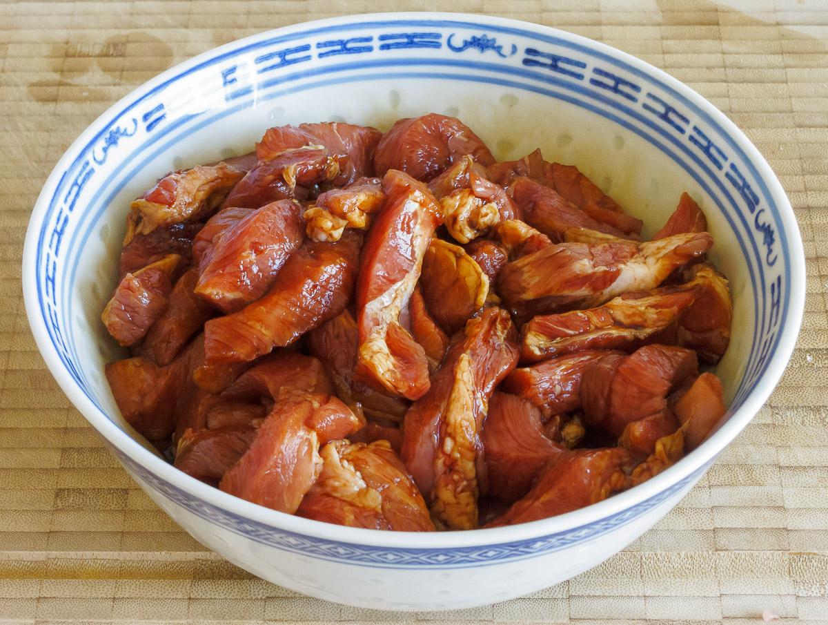 Erdnuss-Nacken - Fleisch mariniert